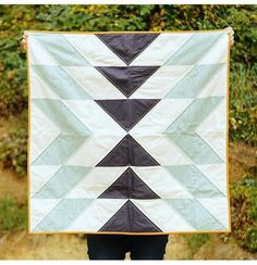 Slow Coast Quilt in Morning by Vacilando Quilting Co. Quilting Projects, Quilting Designs, Sewing Projects, Quilt Baby, Fabric Crafts, Sewing Crafts, Southwest Quilts, Quilt Modernen, Barn Quilts