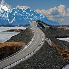 Storseisundet Bridge, Noruega.
