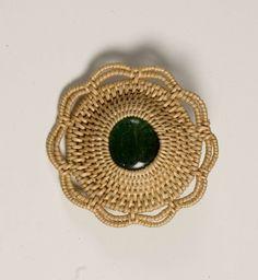 Pine Needle Baskets, Fun Crafts, Amazing Crafts, Pine Needles, Macrame, Crochet Earrings, Weaving, Brooch, How To Make