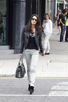 Evo zašto je Amal Almudin oličenje dobrog stila Amal Alamudin (36) ima uspešnu karijeru, verena je za Džordža Klunija i ima savršen garderober. Ova advokatica je za kratko vreme postala prava ikona stila, i to ne bez razloga. Pametna Libanka zna kako