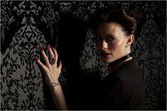 Sherlock : photo Lara Pulver