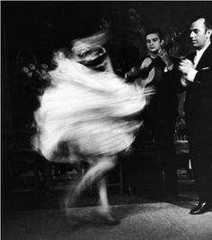 GYPSYS DANCER © Loomis Dean