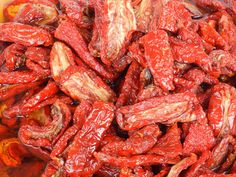 pomodori secchi sott'olio #ricettedisardegna #sardegna #sardinia #food #recipe Pot Roast, Preserves, Bacon, Meat, Cooking, Breakfast, Tomatoes, Ethnic Recipes, Food