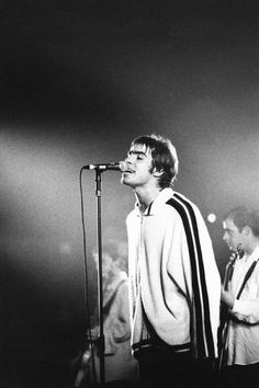 Bring it on down Liam Gallagher Oasis, Noel Gallagher, Music X, Rock Music, Great Bands, Cool Bands, Oasis Music, Oasis Band, Liam And Noel