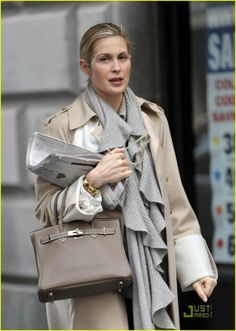 Kelly Rutherford media gallery on Coolspotters. See photos, videos, and links of Kelly Rutherford. Gossip Girl Outfits, Gossip Girl Fashion, Kelly Rutherford Style, Sac Birkin Hermes, Gossip Girl Episodes, Estilo Gossip Girl, Work Wardrobe, Fashion Books, Her Style