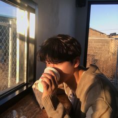 Wants some coffee or me? Cute Asian Guys, Cute Korean Boys, Asian Boys, Asian Men, Cute Guys, Korean Boys Ulzzang, Ulzzang Couple, Ulzzang Boy, Poses Photo