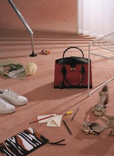 Les Echos - Still Life Photography, Photography Women, Image Photography, Fashion Photography, Product Photography, Shoes Editorial, Still Life 2, Shoe Pattern, Christmas Catalogs