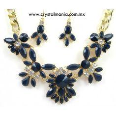 Set de collar y aretes en tono dorado con cristales y detalles en tono azul rey estilo 30501