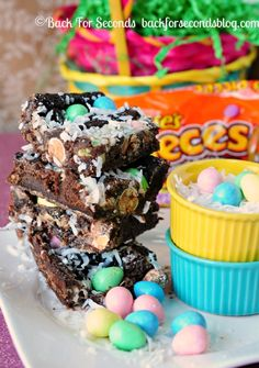 Easter Egg Magic Gooey Bars! Reeses, chocolate, coconut - OH MY!! http://backforsecondsblog.com #recipe #easter #reeses