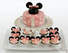 Minnie Mouse cake and cupcakes http://media-cache9.pinterest.com/upload/251568329155258870_P2WzXsCa_f.jpg juliagenard yum