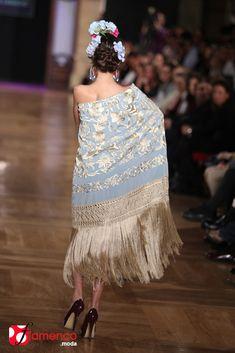 Manuela Romero Mantones - We Love Flamenco Hijab Fashion, New Fashion, Fashion Dresses, Womens Fashion, Silk Shawl, Silk Scarves, Fabric Design, Embroidery Designs, Fashion Accessories