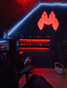 Gaming Setup, Nanoleaf Designs, Nanoleaf Aurora, Nanoleaf Lights, Home Recording Studio Setup, Smeg Kitchen, Aurora Design, Study Organization, Display Wall