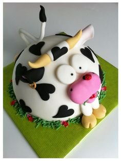 Cake Decorating - Adorable cow with a ladybug on the nose cake by Taart van Bianca... https://www.facebook.com/cakedecorating99