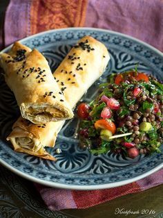 Börek aus dem Ofen mit Kräuter-Linsensalat | Kochfrosch