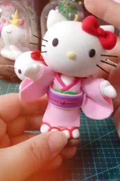 New Pic Clay Crafts videos Suggestions Porcelana fría 😍😍😍 Polymer Clay Kunst, Polymer Clay Figures, Cute Polymer Clay, Cute Clay, Fondant Figures, Polymer Clay Charms, Polymer Clay Projects, Polymer Clay Creations, Diy Clay