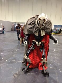 General Grievous cosplay (STAR WARS: Clone Wars) ......WOW.....  thats a real person in the cloak.....