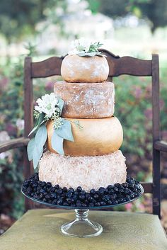 Cheese wheel wedding cake is one of the most unique alternatives to a traditional wedding cake. This idea is perfect for a vineyard or farm wedding. Fall Wedding Cakes, Wedding Cake Designs, French Wedding, Rustic Wedding, Cheese Tower, Wheel Cake, Alternative Wedding Cakes, Wedding Cheesecake, Fromage Cheese