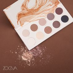 Casual Elegance. Dive into earthy hues with our Naturally Yours Palette. www.zoeva.de