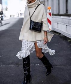 Slouchy Boots: So müssen Stiefel im Herbst 2018 aussehen! Slouchy boots with a wide shaft, made of butter-soft leather, which can be tucked away: This is exactly what the trend boots look like in autumn 2018 Street Style Trends, Spring Street Style, Street Style Looks, Looks Style, Street Styles, Street Style 2018, Style Summer, Street Chic, Fashion Mode