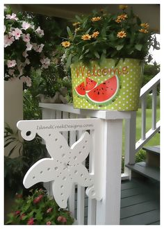 This Starfish corner bracket adds just the right beach decor to your coastal home! Whether on your porch corners or at the entryway, its a lovely functional art piece to show your love for the ocean and all living creatures in it!