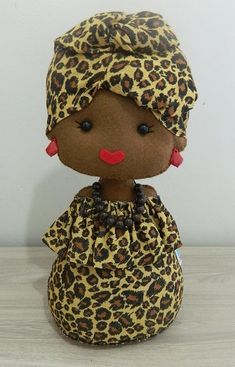Só fleutro Doll Clothes Patterns, Doll Patterns, Crochet Projects, Sewing Projects, Felt Gifts, African American Dolls, Felt Dolls, Diy Doll, Felt Animals