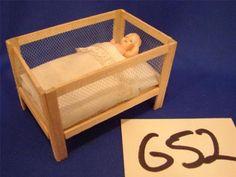 G52-VINTAGE-MINI-MINIATURE-DOLLHOUSE-FURNITURE-DOLL-BABY-CRIB