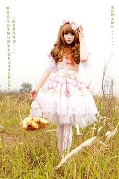 White and Pink Sweet (Ama) Lolita.