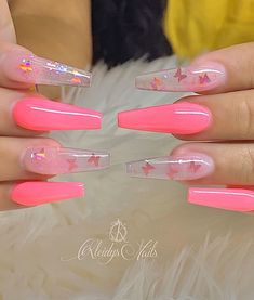 On average, the finger nails grow from 3 to millimeters per month. If it is difficult to change their growth rate, however, it is possible to cheat on their appearance and length through false nails. Bling Acrylic Nails, Acrylic Nails Coffin Short, Summer Acrylic Nails, Best Acrylic Nails, Gel Nails, Manicure, Pink Coffin, Stiletto Nails, Spring Nails