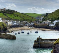 Port Isaac Holiday Cottages in Cornwall next to the harbour Yorkshire England, England Uk, London England, Oxford England, Yorkshire Dales, Vacation Places, Vacation Spots, St Just, Port Isaac
