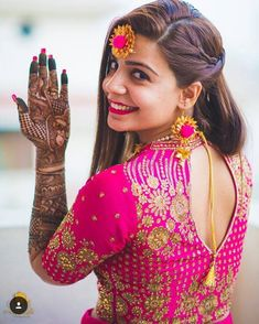 Mehendi clicks Brides Must have on Mehendi Photography wedding photography Indian Bride Poses, Indian Wedding Poses, Indian Wedding Couple Photography, Wedding Couple Poses, Wedding Couples, Indian Wedding Pictures, Indian Bridal Photos, Mehendi Photography, Bride Photography