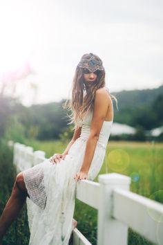 Vestido de novia de encaje. Nada que envidiar al de @2ndfunniest en http://www.bodabook.com/es/magazine/diy-vestido-de-novia-boho-chic-201403.html
