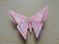 Origami Butterfly It may fly afway. Free tutorial with pictures on how to fold an origami animal in under 5 minut Origami Design, Origami Modular, Instruções Origami, Origami Star Box, Origami Fish, Origami Flowers, Origami Ideas, Origami Boxes, Dollar Origami