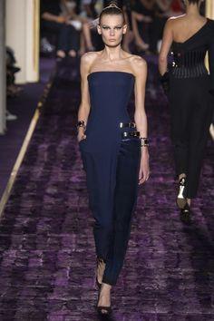 robe nouvel an longue en bleu marine créée par Versace