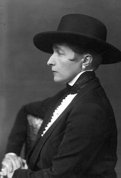"""The lesbian look: British novelist Marguerite Radclyffe Hall, author of """"The Well of Loneliness"""", 1928 Lgbt History, Kensington And Chelsea, English Heritage, Classic Literature, Androgyny, Black And White Portraits, Culture, Loneliness, Solitude"""