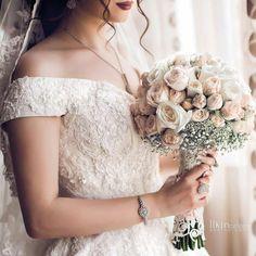 Arab Wedding, Wedding Hijab, Wedding Car, Wedding Photography Poses, Wedding Poses, Bridal Flowers, Flower Bouquet Wedding, Wedding Dresses 2018, Muslim Couples