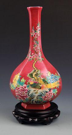 A RED COLOR GROUND FAMILLE-ROSE PORCELAIN BOTTLE. Qing Dynasty, H:11.2in