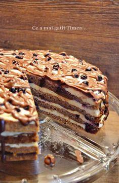 Tort cu nuca crema de vanilie si afine - Retete Timea Sweets Cake, Cookie Desserts, Cookie Recipes, Cupcake Cakes, Food Cakes, Peach Yogurt Cake, Beignets, Chocolate Roll Cake, Romanian Desserts
