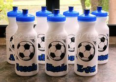 Cute water bottles for the whole team! Silhouette Vinyl, Silhouette Machine, Silhouette Projects, Cricut Vinyl, Vinyl Art, Vinyl Decals, Soccer Drawing, Cute Water Bottles, Sports Decals