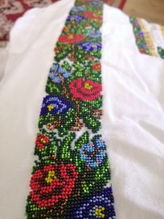 Embroidery Fashion, Beaded Embroidery, Floral Tie, Friendship Bracelets, Elsa, Diy And Crafts, Mary, Vestidos, Needlepoint