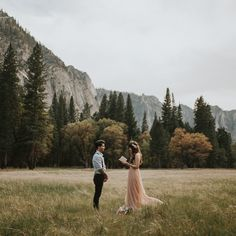 How dreamy would it be to run off & elope in @yosemitenps?! See more from this dreaminess #onGWS today thanks to photos: @lorenxchris // planning + design: @michellerollerphoto // dress: @needleandthreadblog // florals: @chelseajcutler #Yosemitewedding #elopement