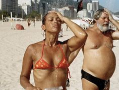 A man and woman take a shower, Copacabana beach, Rio de Janeiro, Brazil, 2007 - Martin Parr Martin Parr, Magnum Photos, Copacabana Beach, Documentary Photographers, Great Photographers, Tornados, Beach Photography, Street Photography, Color Photography