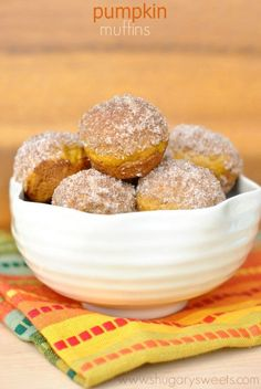 Pumpkin Donut Muffins: bite sized pumpkin muffins topped with a cinnamon and sugar sprinkle! Freeze well too.