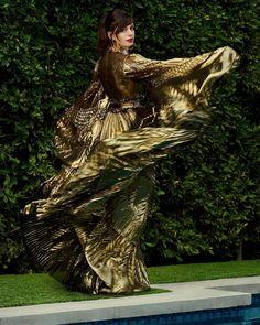 Anne Hathaway, Atelier Versace, Vivienne Westwood, Look Fashion, Girl Fashion, Street Fashion, Fashion Ideas, Fashion Dresses, Fashion Design