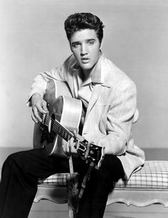 A swoon-worthy picture tribute to Elvis Presley - Icon People - Ideas of Icon People - Elvis Presley Pictures Amazing photos of Elvis Black And White Photo Wall, Black And White Pictures, Priscilla Presley, Lisa Marie Presley, Elvis Presley Wallpaper, Elvis Presley Pictures, Elvis Presley Posters, Heavy Metal, Incredible Film