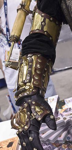 whisper-war: Too cool  Steam bionic man arm yea