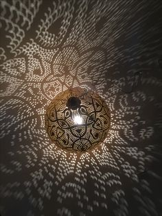 Shadows everywhere with this golden Filigrain lamp.