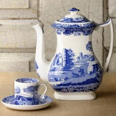 Blue Willow Tea Pot w/ A Demitasse Cup & Saucer Blue & white transfer, but not the willow pattern. Blue Willow China, Blue And White China, Blue China, Love Blue, Tea Cup Saucer, Tea Cups, Style Anglais, Café Chocolate, Willow Pattern