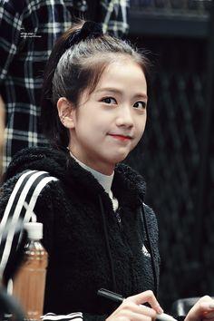 Korean Women, South Korean Girls, Korean Girl Groups, Blackpink Jisoo, Yg Entertainment, Black Pink ジス, Blackpink Memes, Blackpink Photos, Blackpink Jennie