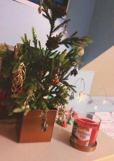 Cool idea. Using earrings as ornaments on mini Christmas tree «