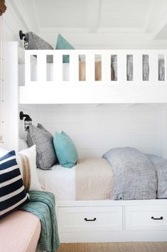 California Beach House with Coastal Interiors - Home Bunch Interior Design Ideas Bunk Bed Rooms, Bunk Beds Built In, Kid Rooms, Guest Rooms, Living Rooms, House Of Turquoise, Coastal Bedrooms, Coastal Living, Coastal Curtains